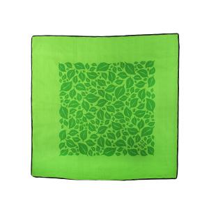 Este bonito Knot Wrap de 45cmx45cm está hecho de algodón orgánico y es perfecto para envolver tus favoritos Lush de forma sostenible, ideal para envolver perfume. Modo de uso: - Si buscas una alternativa reciclable y eco-friendly al papel tradicional de envolver, este Knot Wrap es la opción perfecta para crear un regalo a medida. - ¿Buscas inspiración sobre cómo usar tu Knot Wrap? ¡Las posibilidades son infinitas! Descúbrelas aquí.